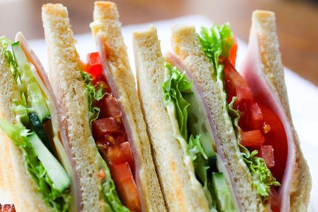 למה סנדוויצ'ים לאירועים הם פתרון מושלם לכל אירוח