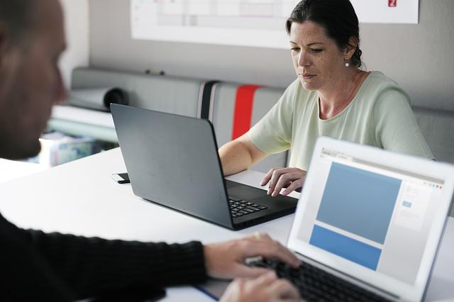 כיצד תנהל משימות בתוך עסק בצורה יעילה