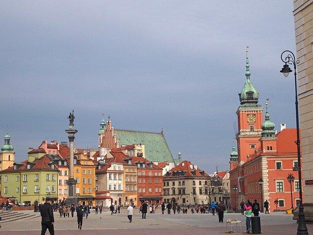היתרונות והחסרונות של להשקיע בפולין